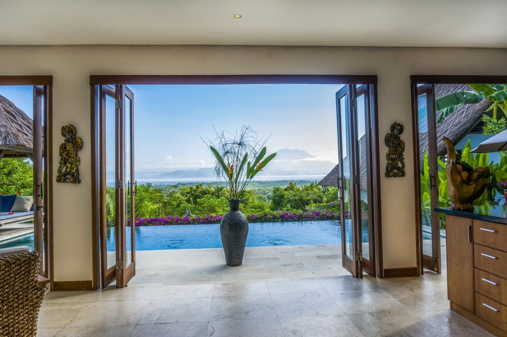 Indoor-outdoor-villa-nusa